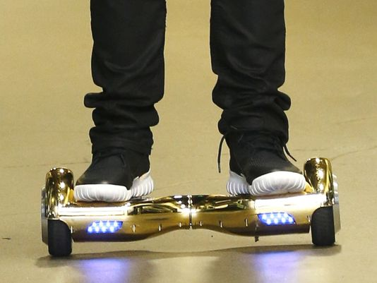 635875183406620238-hoverboard