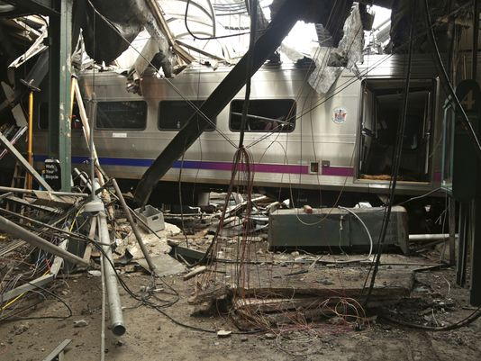 636155510238740802-chlbrd-11-22-2016-daily-1-a007-2016-11-21-img-train-hits-station-s-1-1-rcggd7pg-l924164886-img-train-hits-station-s-1-1-rcggd7pg